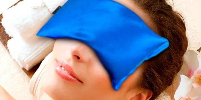 Догляд за шкірою навколо очей
