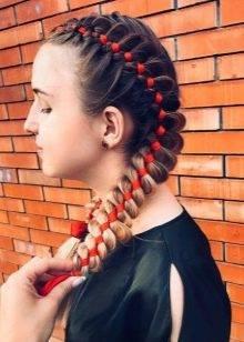 Два колоска (53 фото): як заплести 2 об'ємних колоска з боків самій собі? Як зробити красиву зачіску з розпущеними волоссям покроково? Схеми плетіння
