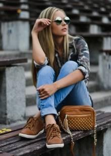 Коричневі кросівки (19 фото): моделі, з чим носити