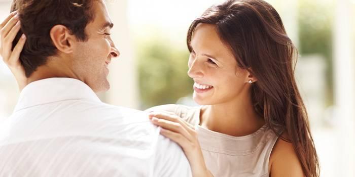 Невербальні ознаки закоханого чоловіка