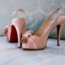 Пудрові туфлі (40 фото): з чим одягти моделі мерехтливої кольору