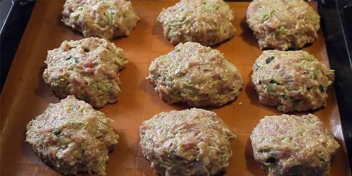 Рецепти кабачкового котлет з фаршем і манкою