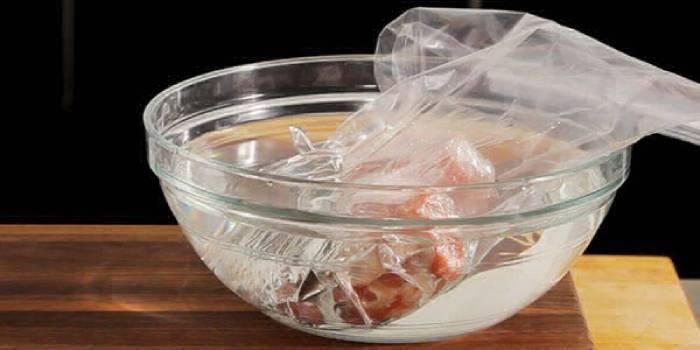 Скільки можуть зберігатися м'ясні продукти в морозилці