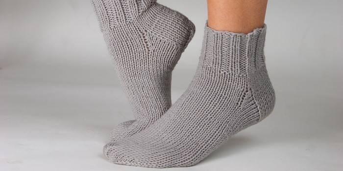 В'язання шкарпеток на 2 спицях покроково з описом