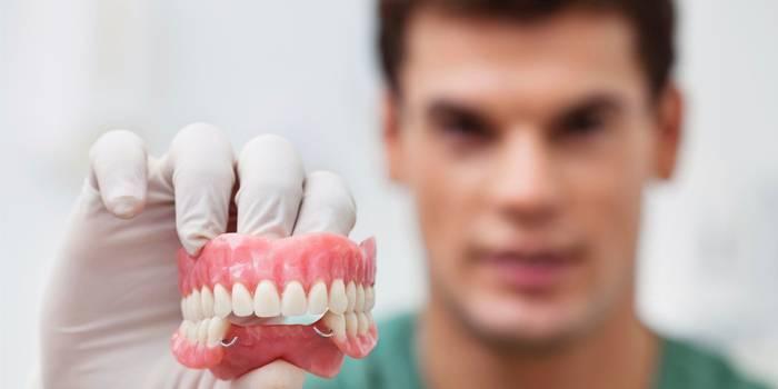 Як безкоштовно вилікувати або видалити зуб за полісом ОМС