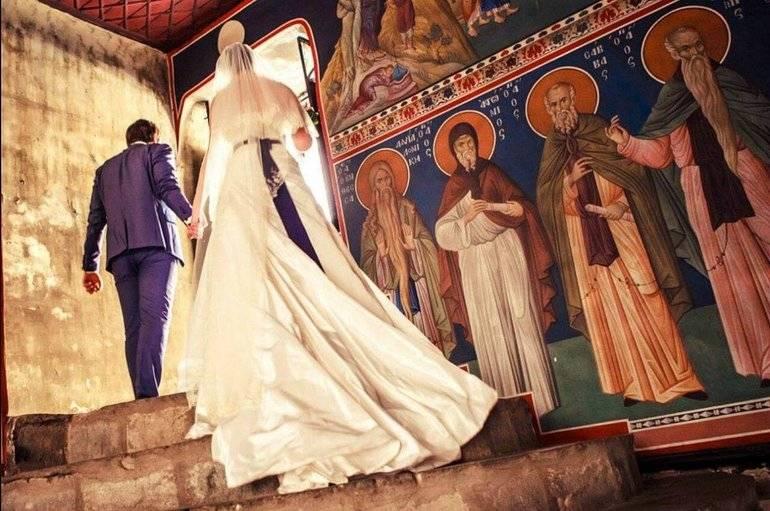 Сон, де сниться вінчання: улюблений з іншого в сновидінні, поцілунки в церкві по соннику