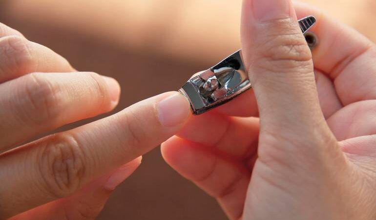 Стригти нігті у сні: до чого сниться підстригання на руках і ногах собі або іншій людині