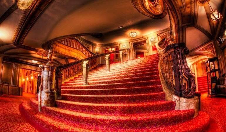 Театр у соннику: що означає бачити подання, про що розкажуть місця у глядацькому залі