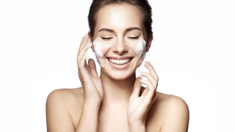 Як доглядати за шкірою обличчя