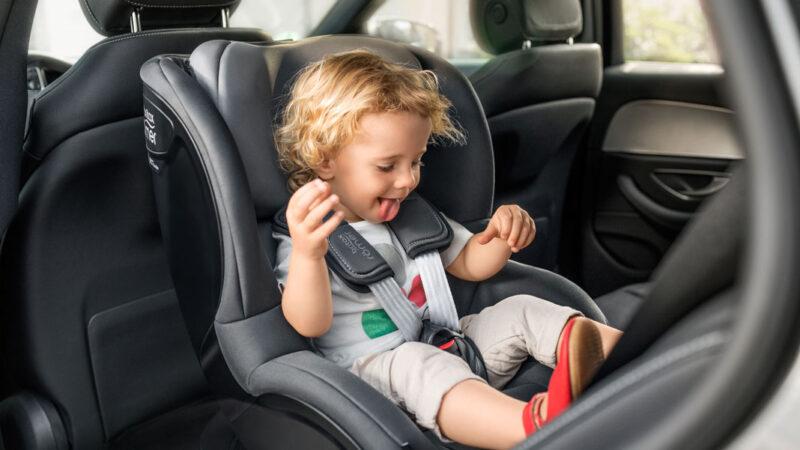 Правила для безпечних подорожей з малюком
